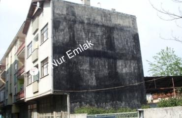 Akyazı merkezde satılık müstakil bina
