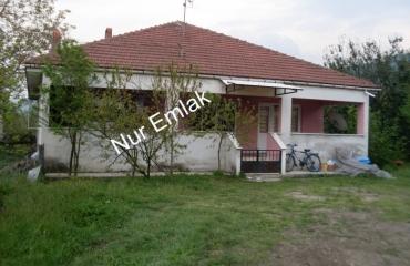 Alağaç köyünde satılık müstakil binada
